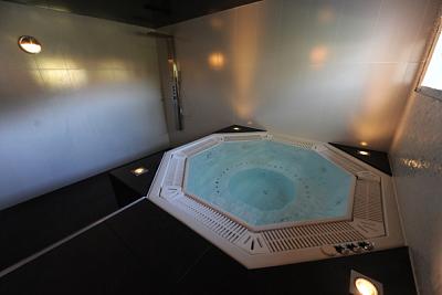 illustration de SPA gratuit à La Rochelle avec votre chambre a l'hôtel-LR 0546454046