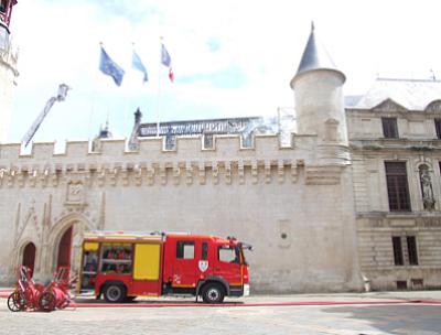 illustration de La Rochelle : infos circulation aux abords de l'Hôtel de Ville de La Rochelle après l'incendie du 28 juin 2013