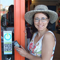 Photo  de © photo AFW - Marina Richer, sticker NFC ocontact chez Matlama - La Rochelle