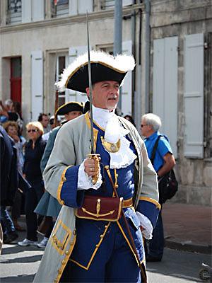 Photo : Rochefort fête la mise à l'eau de la coque de la frégate l'Hermione, le 6 juillet 2012